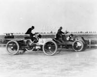 photo of Henry Ford and Alexander Winton racing