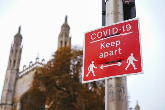 COVID-19 keep apart sign