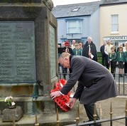 Cllr Keeling laying wreath last year at Chudleigh
