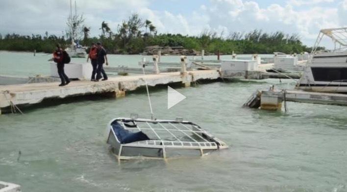 El Equipo de Respuesta del Huracán Maria evalúa los barcos en dificultades en Isleta Marina, Puerto Rico
