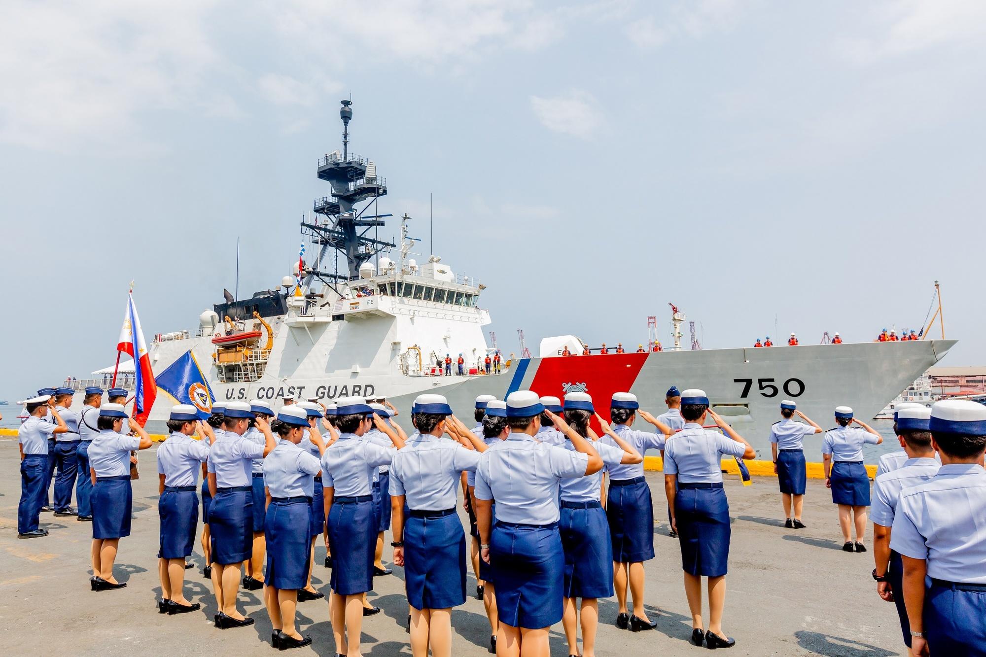 USCGC Bertholf arrives in Manila (3)