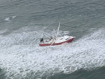 Coast Guard hoists four fishermen who ran aground in Browns Inlet, North Carolina