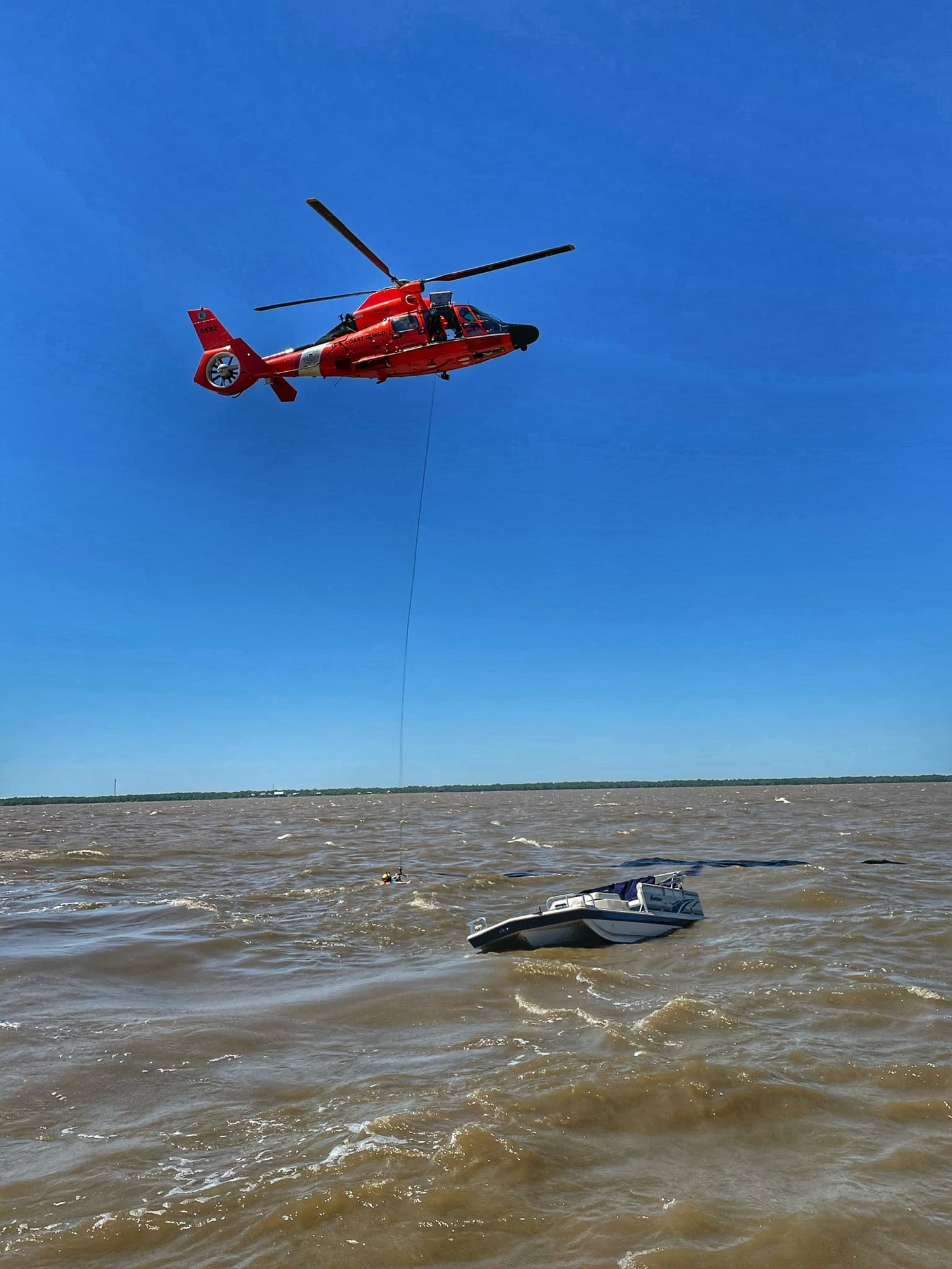 Coast Guard rescues 2 from vessel taking on water near Lake Pontchartrain
