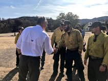 Zinke with wildland firefighters. Photo by DOI.