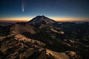 Comet Neowise over Lassen Peak mountain