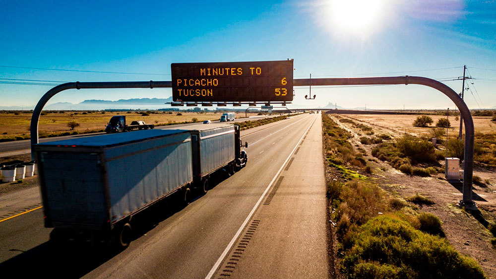 Dynamic message sign on interstate update travel times for motorists in Arizona (Credit: ADOT)