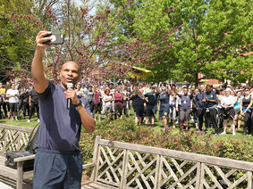 U.S. Surgeon General Jerome takes a selfie with the crowd at the third annual NIMHD 5K