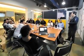 Jorge Betancourt and workshop attendees