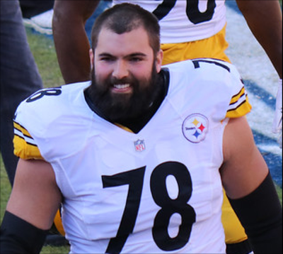 Alejandro Villanueva in Pittsburgh Steelers uniform.