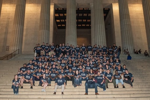 Student Veterans sitting in front of the Lincoln Memorial
