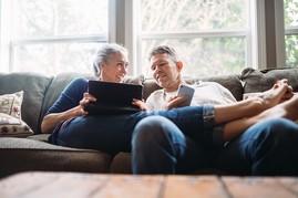Veteran couple reading VA Welcome Kit