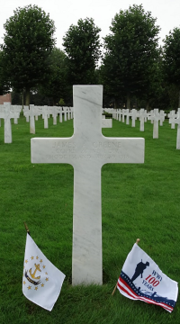 RI grave with flags