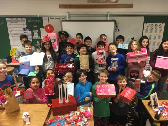 photo of whole class holding up decorated boxes