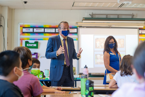 Superintendent Brabrand in a classroom.