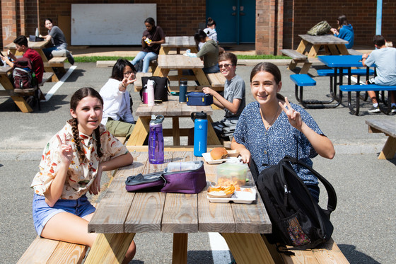 Outdoor dining at Robinson Secondary School.