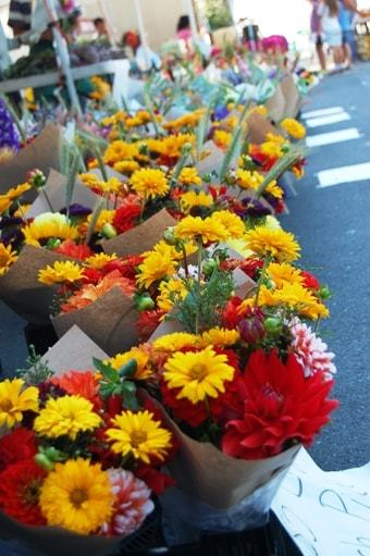 farmers' market image