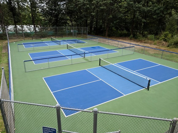 pickleball courts at everest park