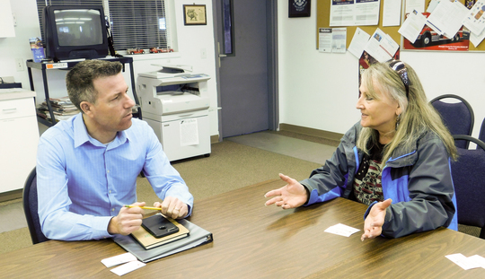 Sen. Hawkins meets with Coulee City Mayor Raes.