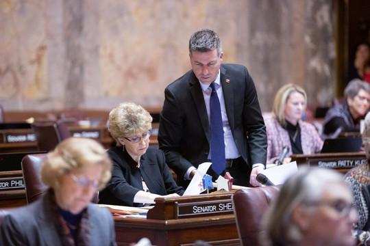 Sen. Hawkins and Sen. Short on Senate floor