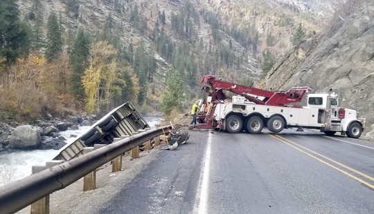 Tow truck on Highway 2
