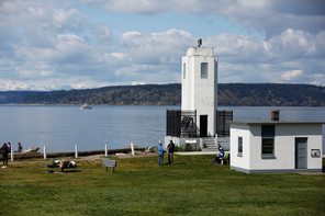 photo of browns point lighthouse