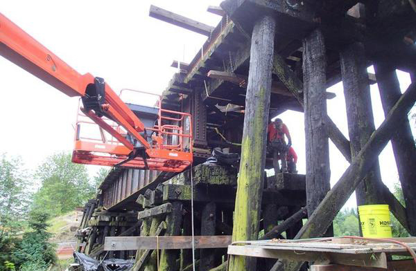 Trestle on Sammamish River being retrofitted