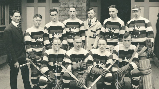 Vintage photo of the Seattle Metropolitans hockey team