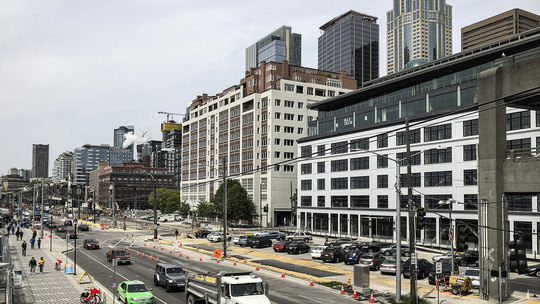 Photo of the downtown Seattle waterfront along Alaskan Way without the Viaduct
