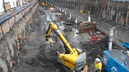 Photo showing an example of secant pile wall construction on a previous SPU project.