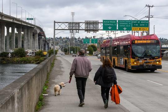 Walking and transit near the Low Bridge