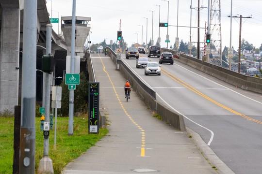 People driving and biking on the Low Bridge