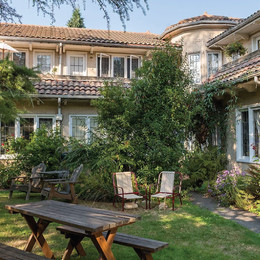 Exterior and Courtyard of La Quinta Apartments