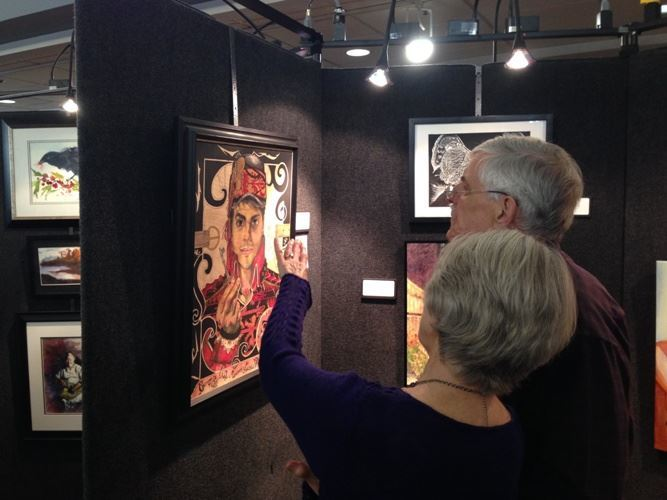 Photo of couple looking at artwork