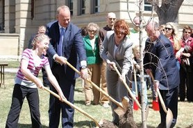 Arbor Day - Governor tree planting
